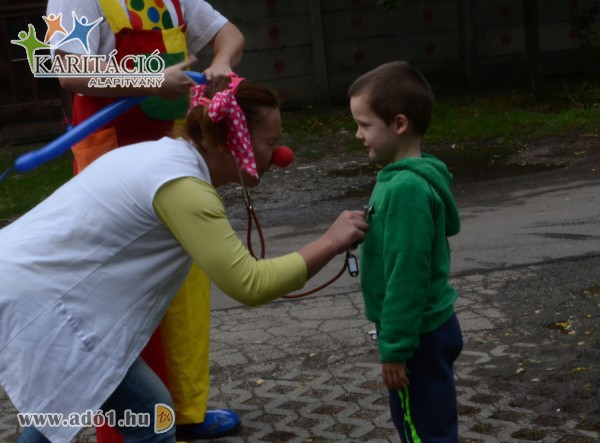 Adó 1 százalék támogatások révén sok-sok mosollyal gyógyítanak a Bóhócdokik